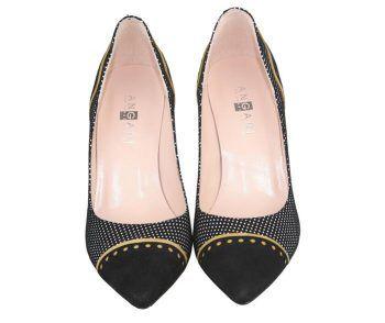 zapatos de ante negro con puntera y talón de ante negro decorada