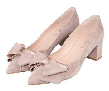 zapatos de vestir con lazo color nude y tacón ancho