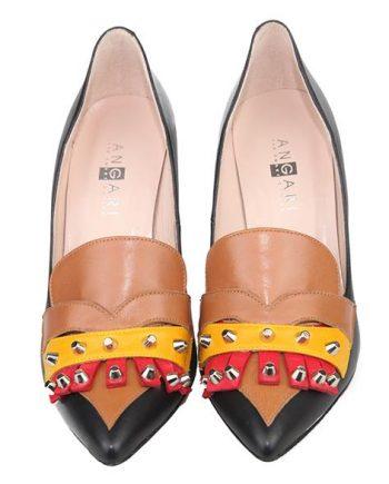 zapatos de mujer con flecos y remaches estilo urbano